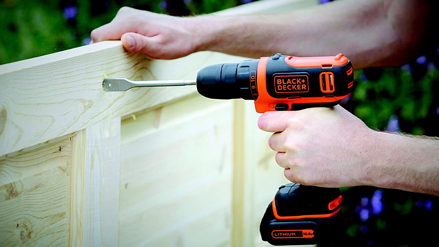 La perceuse-visseuse sans fil BDCDD12K1 Black+Decker