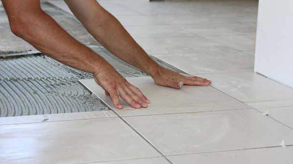 Comment poser avec facilité et sans faute du carrelage au sol