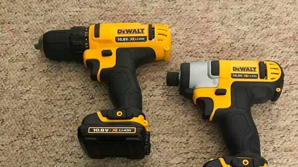 Pack machines DCK211C2T-QW Dewalt