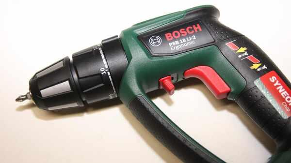 Test de la perceuse-visseuse à Percussion sans Fil PSB 18 LI-2 Ergonomic Bosch 1 Batterie 2,5 Ah 06039B0300