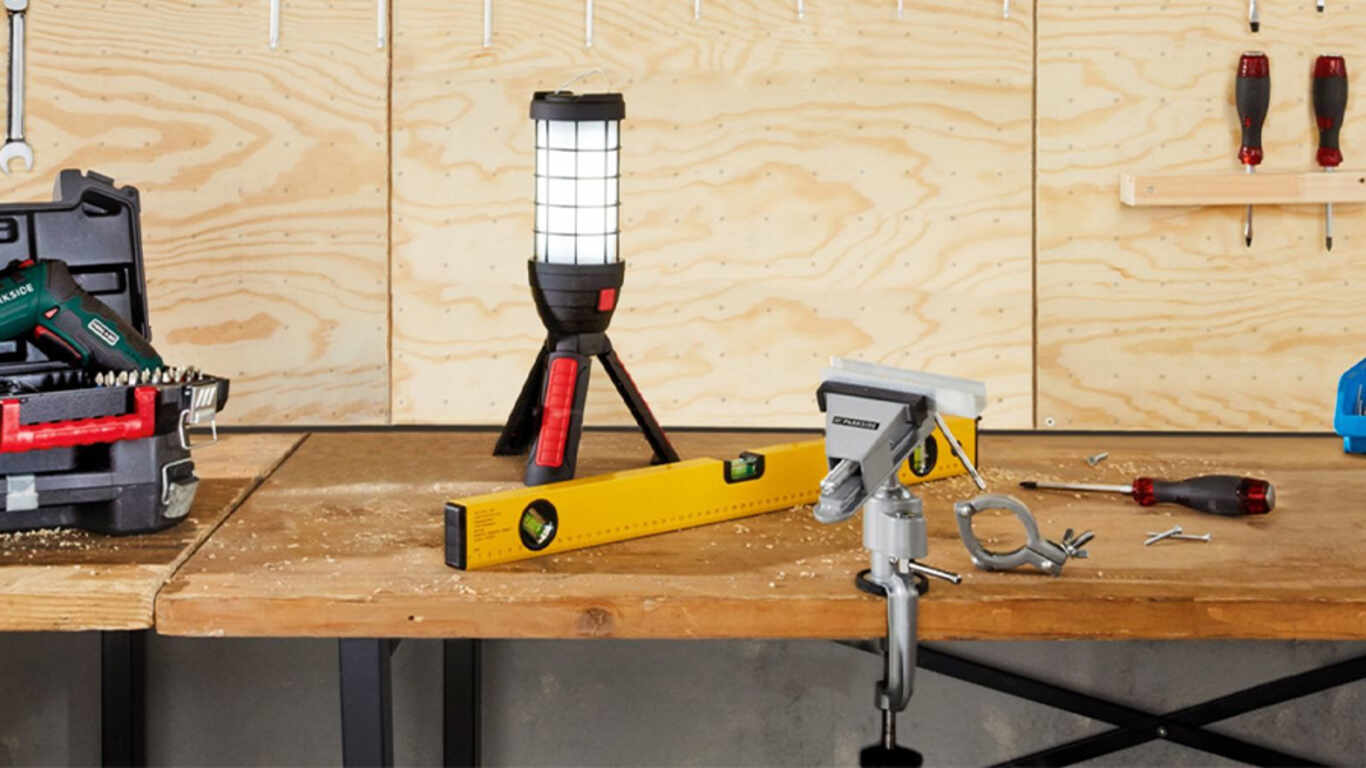 La lampe de travail à LED sans fil PAAD 2 A1, Parkside