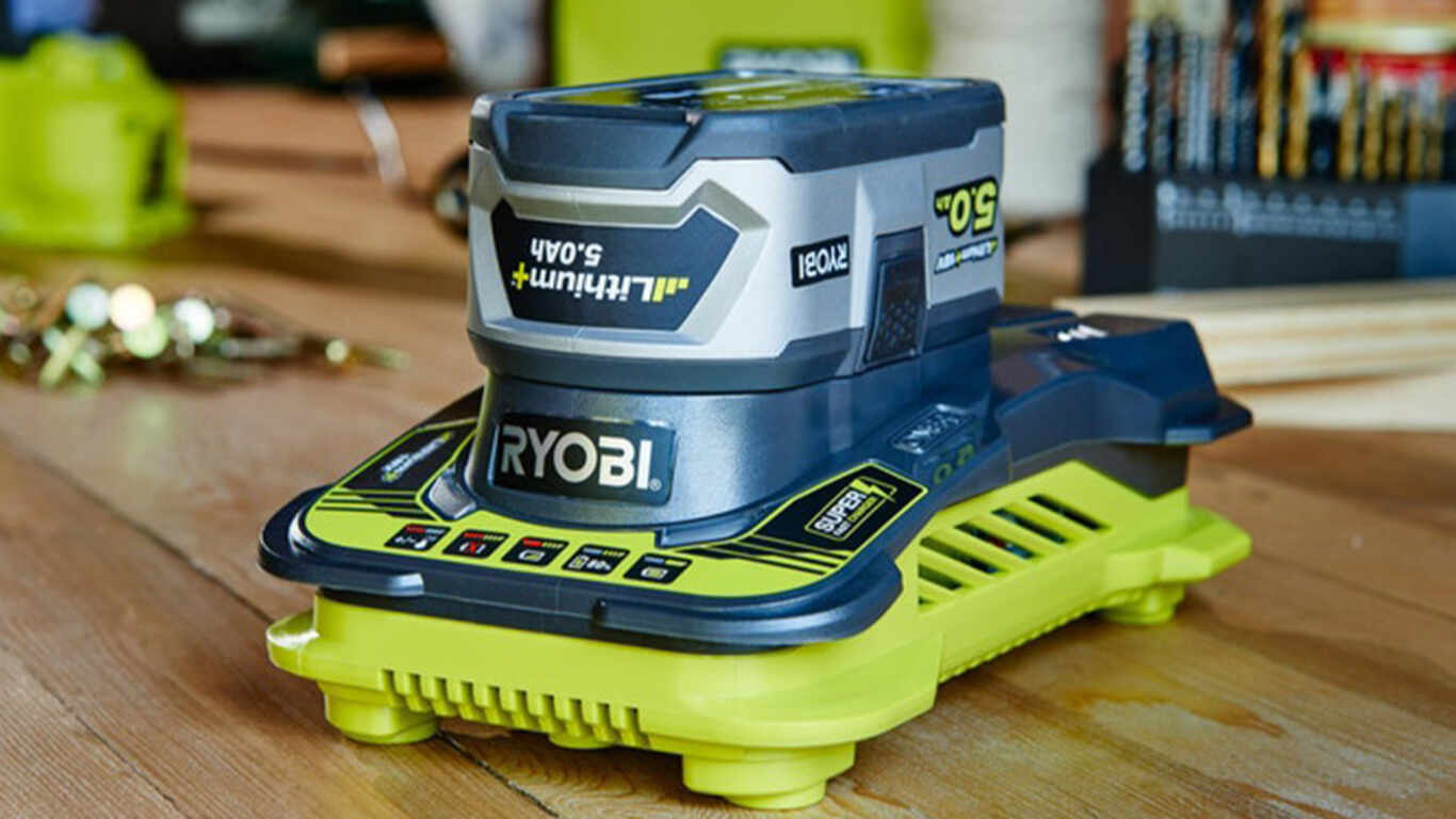 Le chargeur ultra rapide 18 V 5 A RC18-150 Ryobi