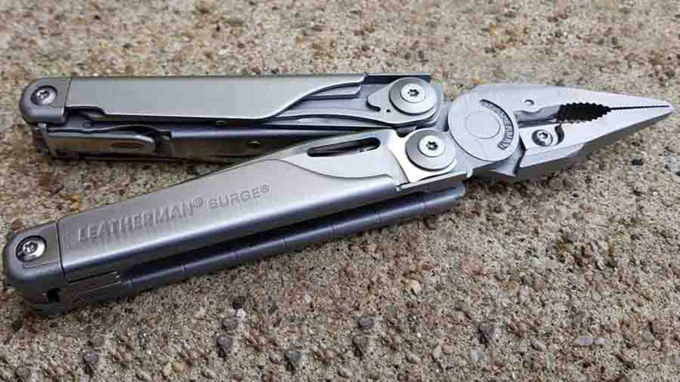Pince multifonctions 830165 Surge LEATHERMAN