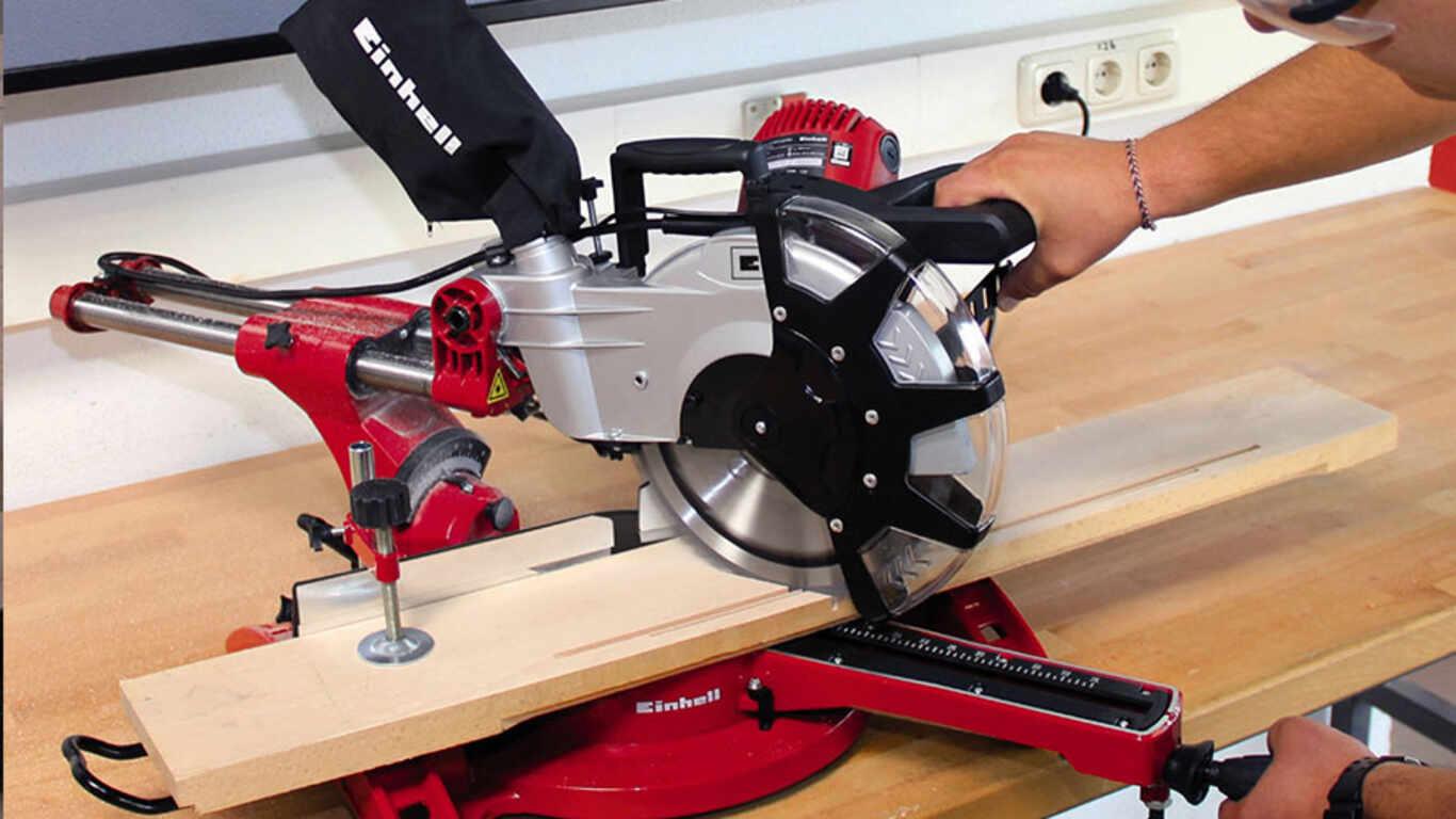Test et avis de la scie à onglets radiale filaire TC-SM 2131 Dual Einhell