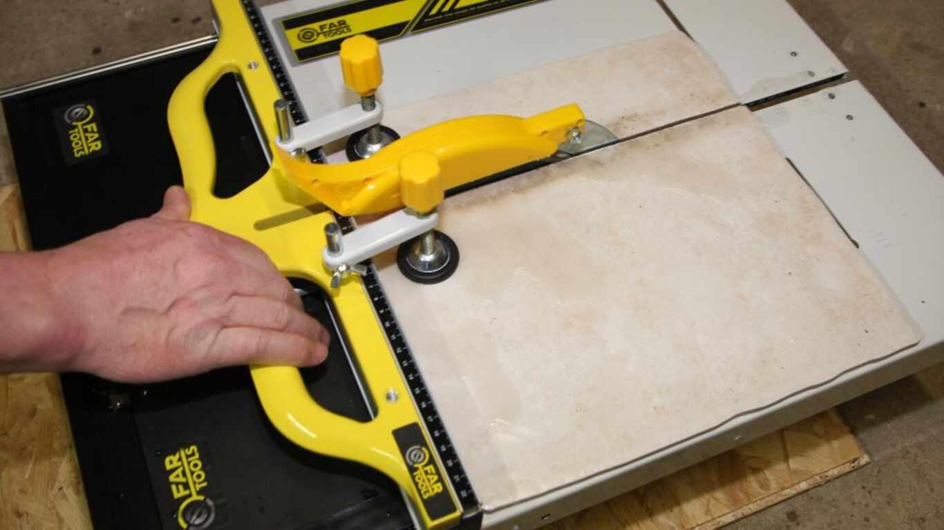 Test du coupe carreaux lectrique fartools tcs 200 bricolage - Test coupe bordure electrique ...